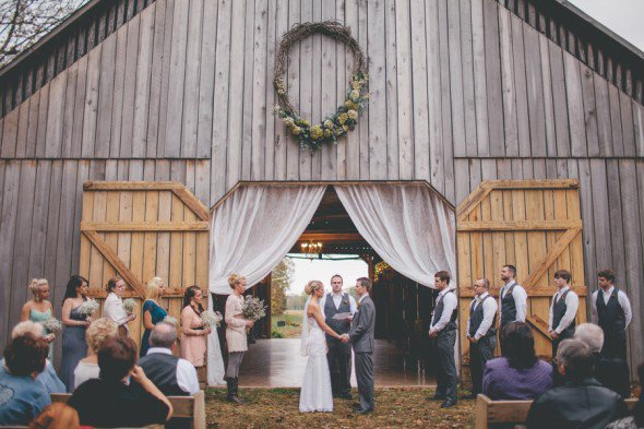 barn-wedding-fall