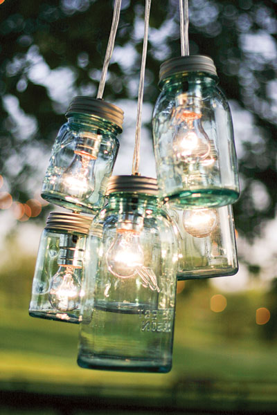 barn-wedding-mason-jar-lights