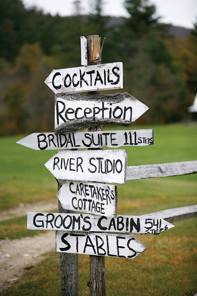 barn-wedding-signs