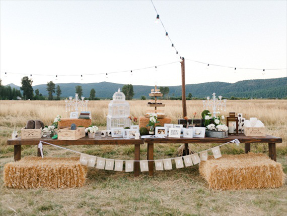 rustic-barn-wedding-dessert-display